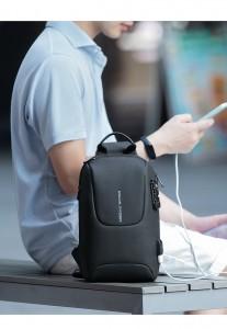 Рюкзак однолямочный Mark Ryden MR7039 черный на модели