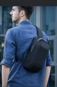 Нагрудная мужская сумка Mark Ryden MR7116 черная на модели