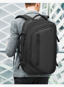 Рюкзак дорожный мужской Mark Ryden MR9288 на молодом человеке