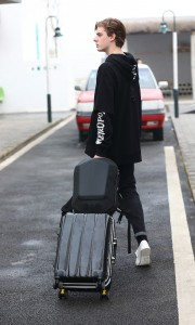 Каркасный рюкзак Ozuko 9205 легко фиксируется на чемодане