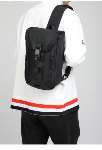 Сумка мужская нагрудная OZUKO 9334 черный на плече мужчины фото 1