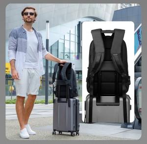 Рюкзак антивор c плащом Mark Ryden MR9068 легко фиксируется на ручке чемодана при помощи ленты