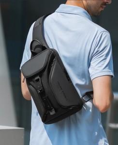 Рюкзак однолямочный Mark Ryden MR7369 черный на модели фото 2