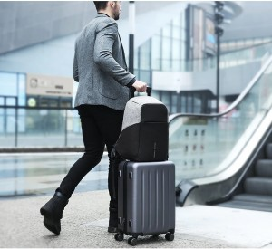 фото рюкзак антивор Mark Ryden mr5815 легко крепится на ручку чемодана