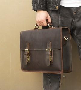 Винтажный мужской портфель J.M.D. 7223 коричневый в руке мужчины