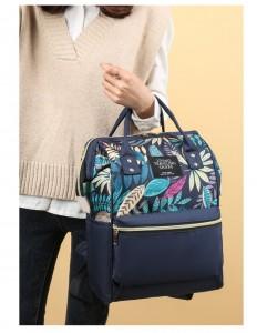 Рюкзак-сумка для мамы LIVING TRAVELING SHARE 989-9 в руке модели
