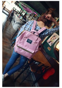Рюкзак LIVING TRAVELING SHARE 008 розовый на плечах модели